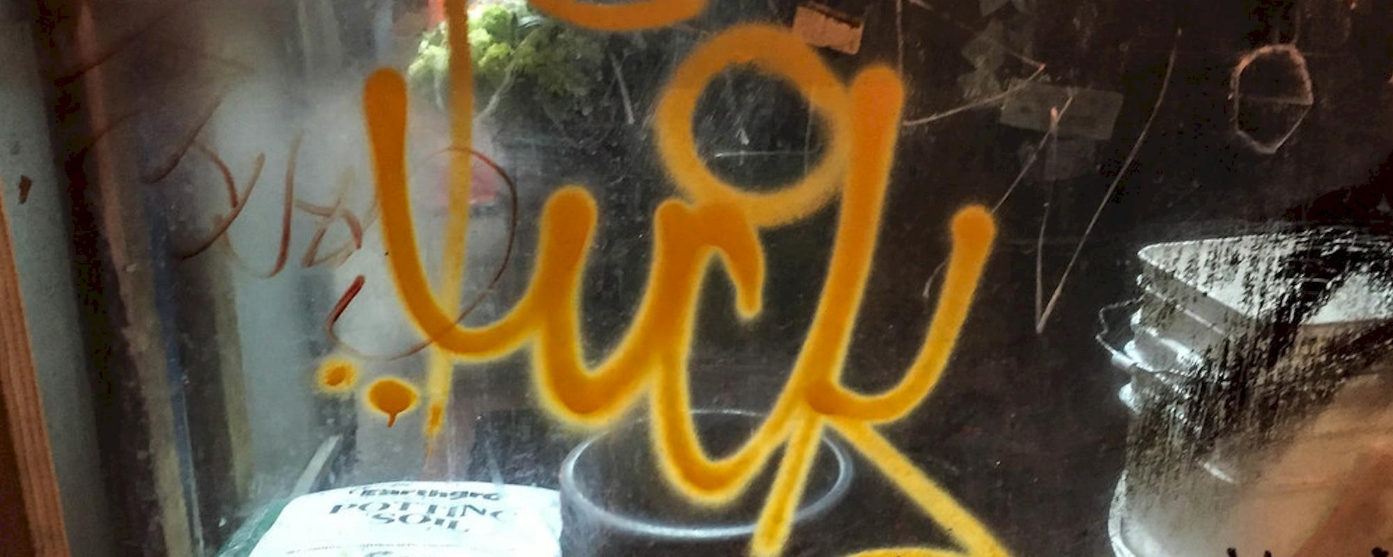 Eliminación de graffitis en escaparates / cristales